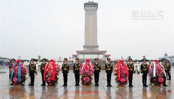 多国总长向人民英雄纪念碑献花