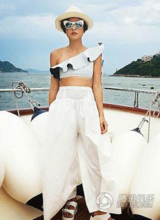 陈奕迅妻子出海造型夸张 女儿康堤泳装照首曝光图片