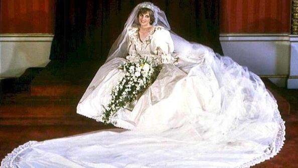 威廉与哈里王子将继承母亲戴安娜王妃梦幻婚纱