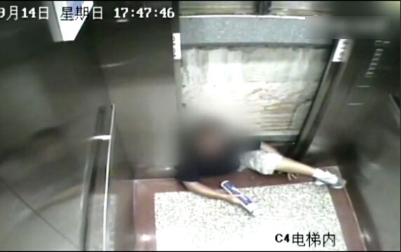 华大电梯事件真相揭秘:电梯开门后轿厢仍上升 卡死大学生