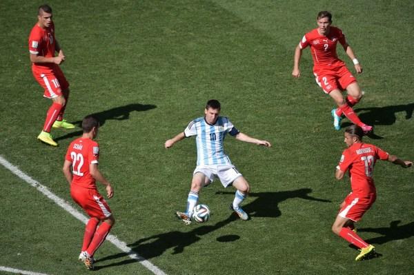 阿根廷足协主席否认梅西诈伤:他从不会挑拣比