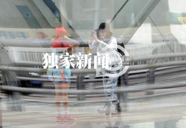 贾静雯/日前,贾静雯带着放暑假的女儿来京录节目,已经9岁的梧桐妹一显...