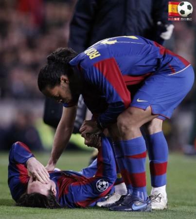 罗不仅倾囊相授足球技巧,更是时常为梅西出头.-梅西10年401球 图片