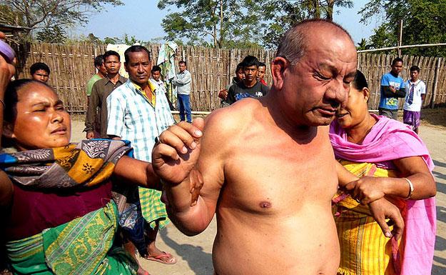 印男子欲强奸少女被民众围殴后当街阉割