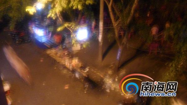 海口龙昆南路边夜宵店扰民居民投诉两年未果