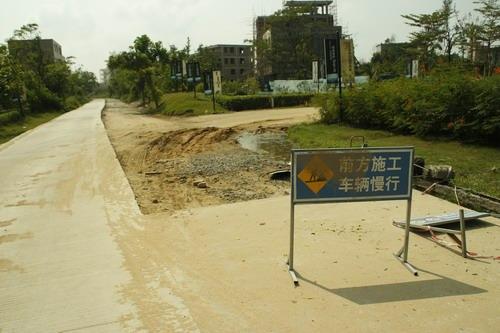 琼山铁龙路改造施工停停歇歇一年未完工
