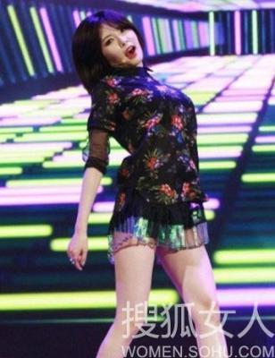 场舞专辑_韩国女星秀热裤舞明星演唱会尺度大堪比三级__海南新闻网_南海网