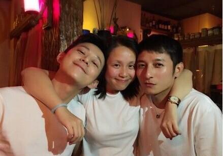 何炅李维嘉为龙丹妮庆生 情侣装晒老友情(图)图片