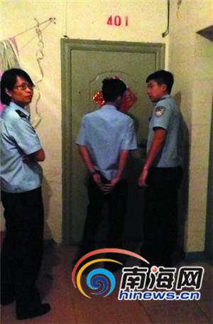 <b>海口20多名男女混住一套房面对民警调查不愿开门</b>