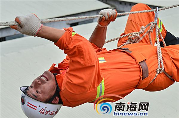 """肖树广当选全国""""十大杰出消防卫士""""为海南第一人"""