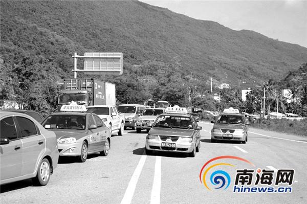 三亚大茅隧道改造致223国道拥堵20公里要开2小时