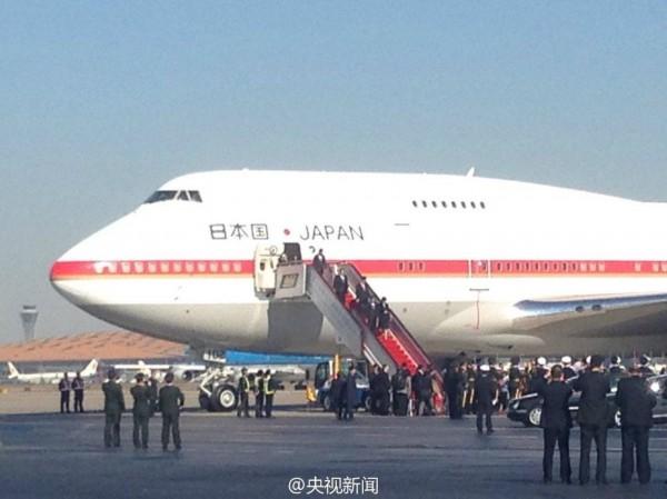 新闻中心 国际新闻 环球扫描    今天中午,日本首相安倍晋三乘飞机