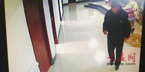 大庆半百老人医院偷钱 趁医生下班偷走5000 图 高清图片