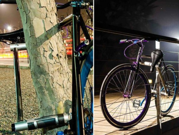Yerka自行车将于明年初上市,售价在400美元到1000美元之间(约合人民币2452元到6129元)。   国际在线专稿:据英国《每日邮报》11月16日报道,自行车被偷常令人苦恼不堪。日前,3名智利工程设计学生称已发明出全球首款永不丢失自行车。该自行车抛弃传统外接车锁的设计思路,把插销概念引入自行车设计中来,让车架组成插销孔,车座成为活动杆,二者相扣、上锁,轻松完成锁车过程,也避免了车子被盗毕竟想要偷车,非得先把车架弄坏不可。   据悉,这款自行车名为Yerka,由智利阿道夫伊班奈兹大
