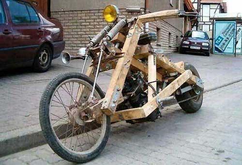 牛人发明:小伙将摩托车轮子换成透明的,驾驶效果还是杠杠滴好视频
