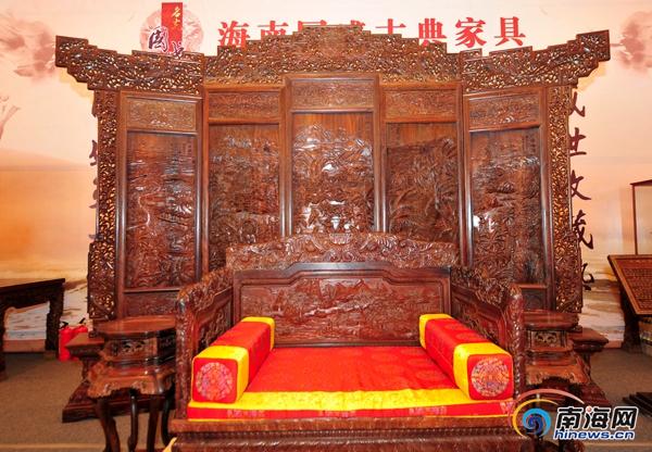 海南红木家具巅峰之作五扇屏风亮相由35位大师雕刻1年半