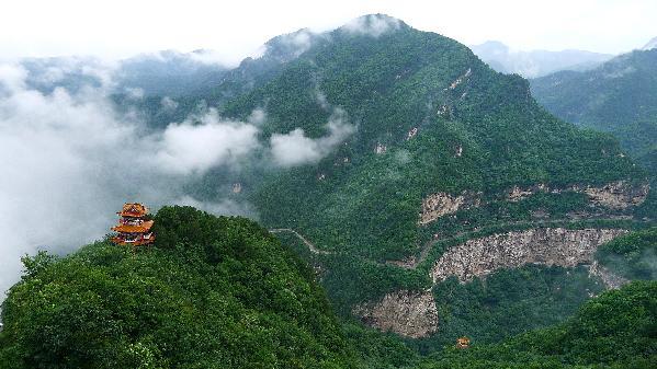 11月20日下午,采访团一行走进石膏山景区,对此转型项目赞不绝口.