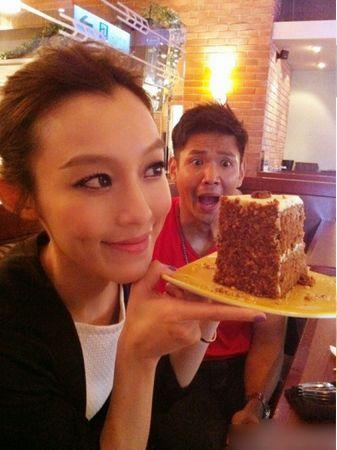 范玮琪自从婚后甜蜜不断,两人不断在微博上秀甜蜜秀美食. (44)