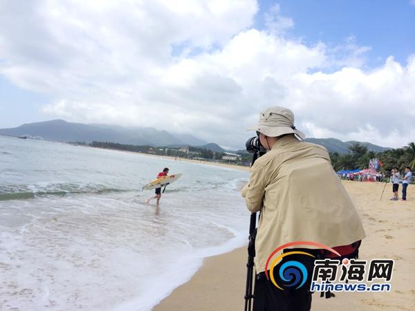 摄影发烧友聚焦万宁国际冲浪赛欲出冲浪图集