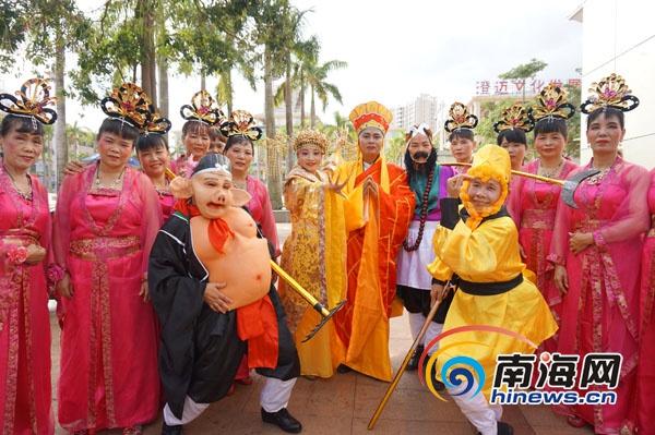 海南省中老年广场健身赛:《西游记》唐僧师徒大跳健身舞
