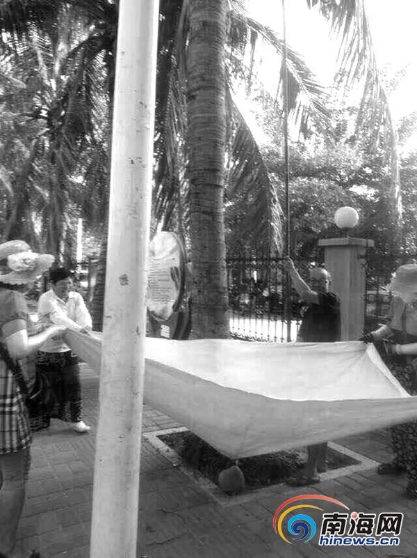 三亚:网曝老人自带工具采摘椰子无处罚规定只能说教