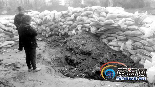 海口发现32枚日军遗留炮弹警方封锁现场清理(图)
