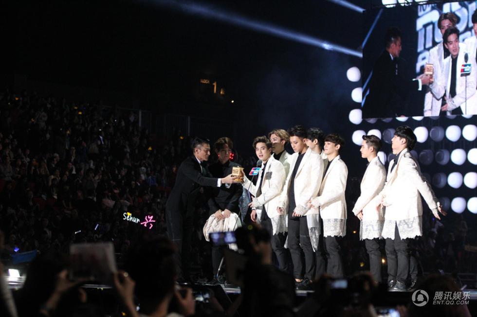 韩星齐聚香港MAMA颁奖礼 刘德华为EXO颁大奖