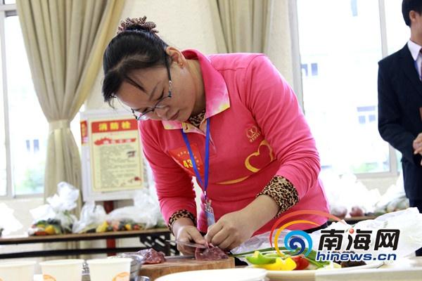<b>海南家政服务技能大赛:选手大秀厨艺一决高下</b>