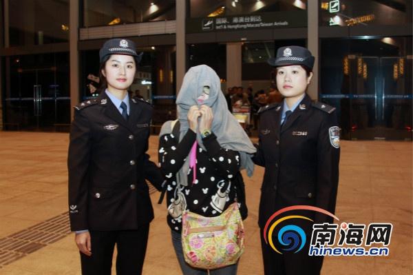 海口警方规劝一潜逃泰国11年的嫌疑人自首
