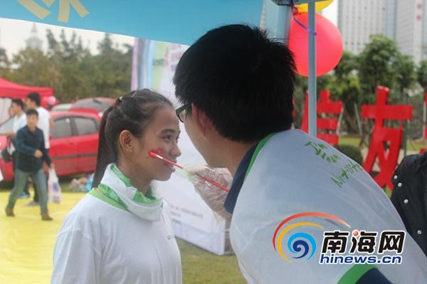 安利彩色健康跑海口举行3000余名群众参跑[图]