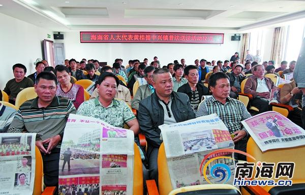海南省人大代表黄桂提乡村普法呼唤乡镇干部带头守法