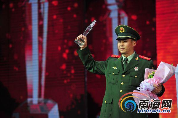 """海警""""兵王""""韦汉忠:学生赞最可爱的人"""