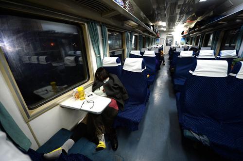 k火车硬座车厢图片_k字头火车硬座图片图片