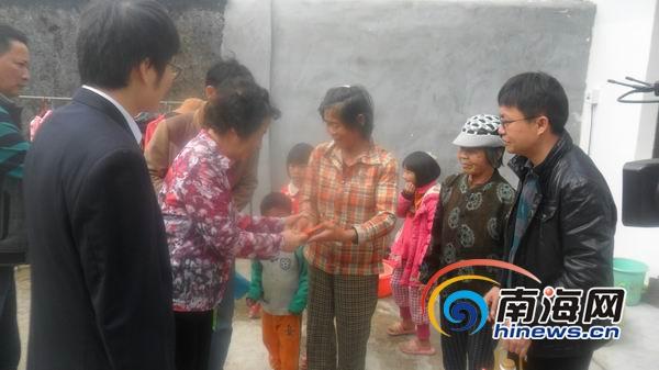 海南省慈善总会组织企业为164户受灾群众送5万元物资