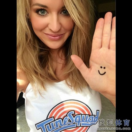 由她和著名球星格兰特-希尔搭档主持的《灌篮》(NBA INSIDE 图片