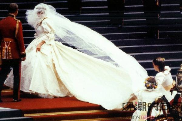 戴安娜王妃婚纱-盘点世界上最昂贵的礼服