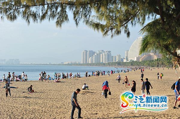 三亚湾环境卫生整治效果明显获市民游客点赞
