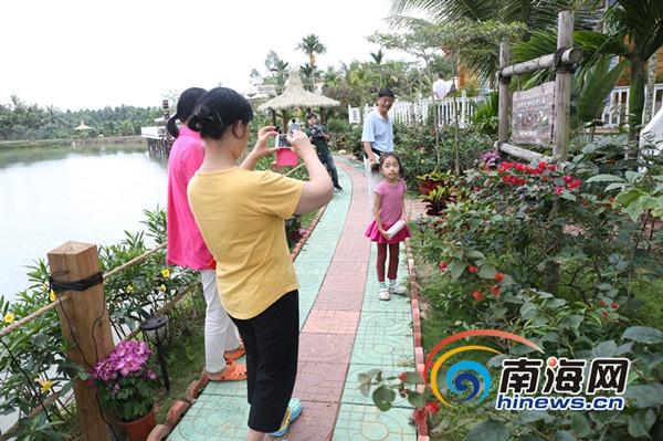 万宁革命老村成美丽乡村乡村年味浓吸引众多游客