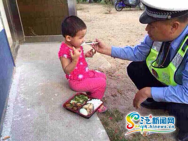 <b>三亚交警执勤捡到3岁女童警方发微信找到其家人</b>