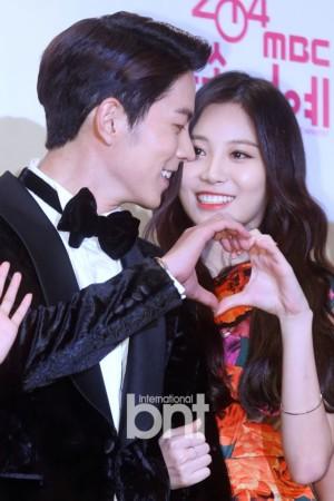 正在出演韩国综艺节目《我们结婚了》的