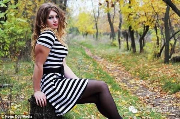 小哪吒真人版_俄罗斯18岁金刚芭比少女堪称肌肉哪吒真人版