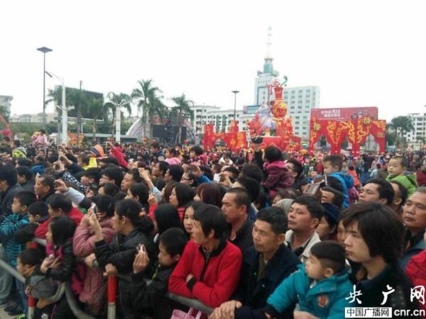 30万市民游客欢聚广东德庆闹元宵