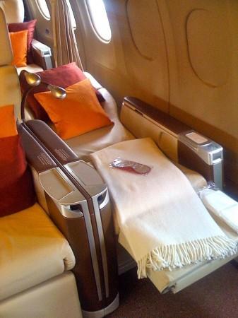 私人飞机空姐收入颇丰 一次曾得12万小费