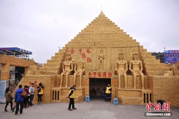 """重庆一景区建""""金字塔""""吸引游客探险"""