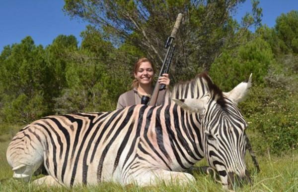 捷克美女环游世界猎野生动物