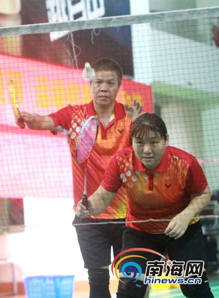 海南家庭乒羽大赛场面温馨省妇联夺两冠成大赢家