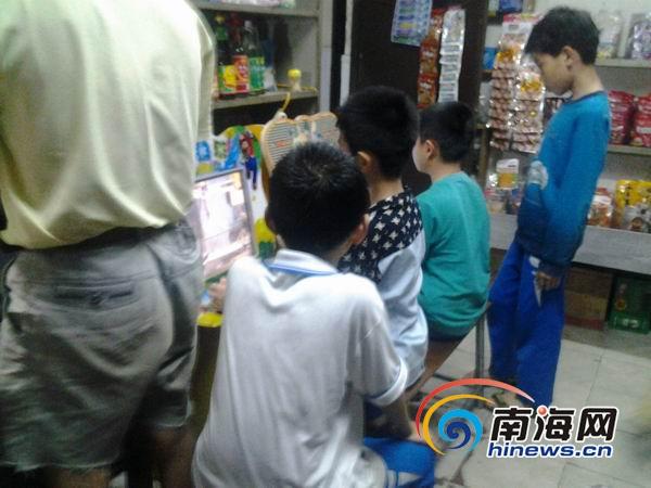 游戏机室藏身琼山三小周边学生为玩游戏省早餐费