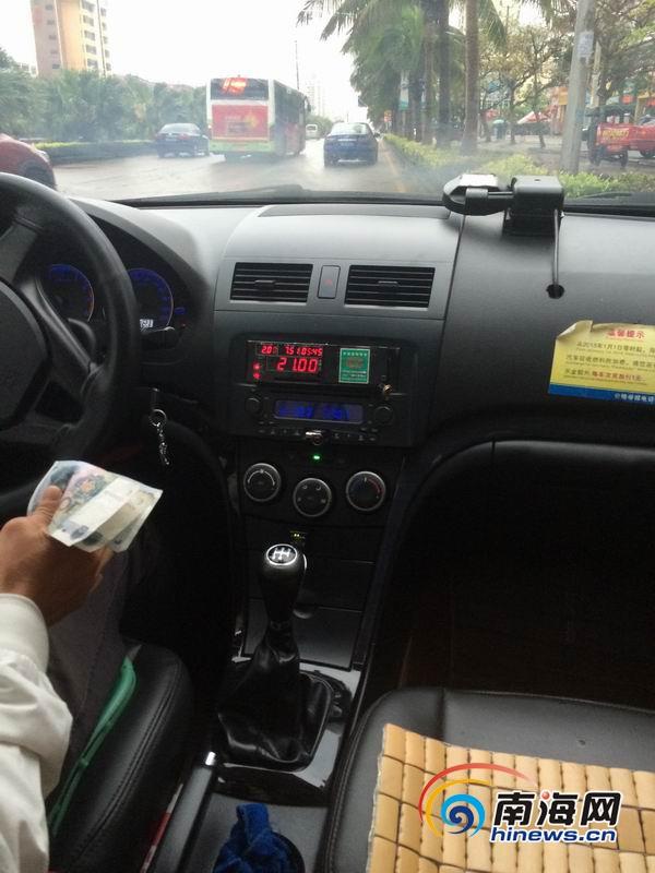 海口市民投诉出租车司机多收费多次拨打12358无人接听