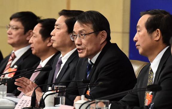 海南大学校长李建保等五位人大代表答记者问