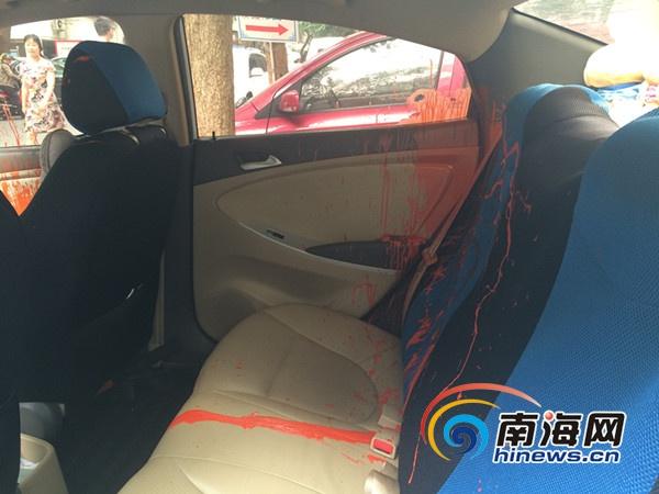 ??冢翰▓@一私家車凌晨被砸噴紅漆損失逾7000元